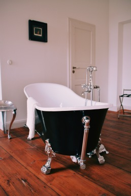 Bathtub in every room.